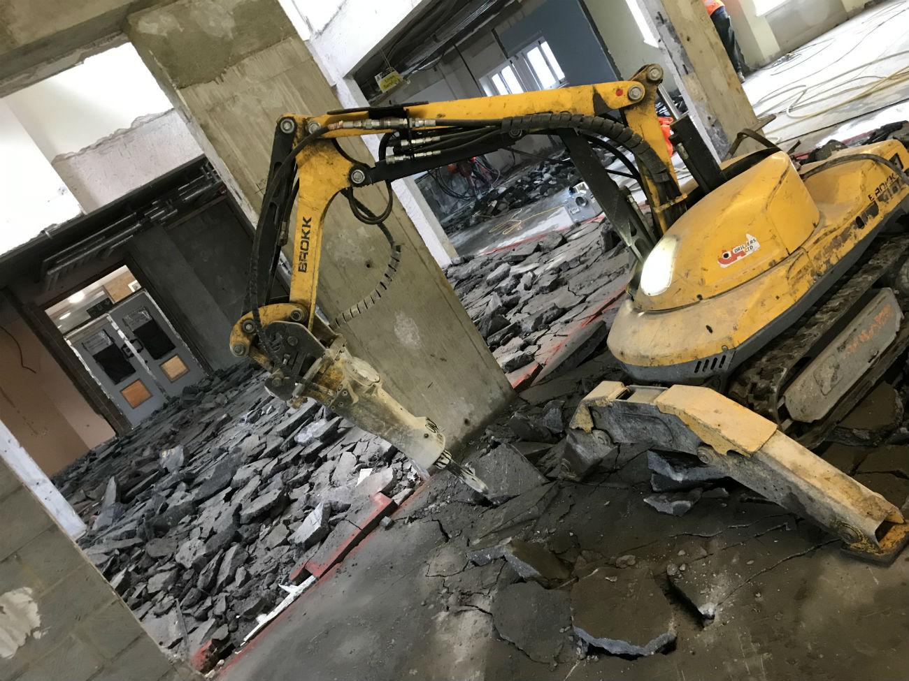 Brokk machine to break up 850 square meters of screed