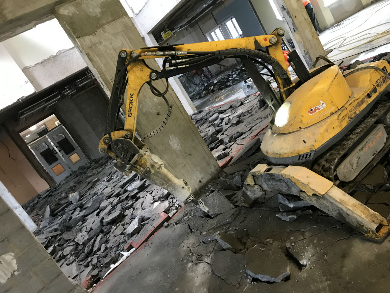Brokk machine to break up 850 square meters of screed